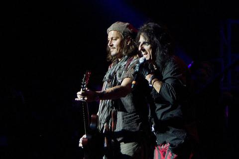 ���� ������� � ��� ���������. �������� ������ �� The Hollywood Vampires