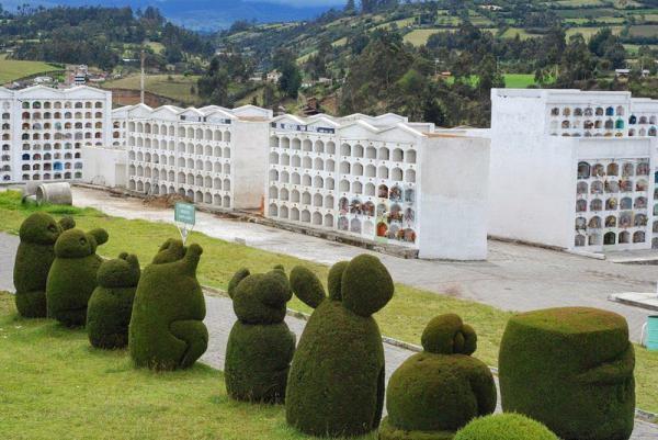 Сказочный Эквадор. Как выглядит самое необычное кладбище в мире (ФОТО)