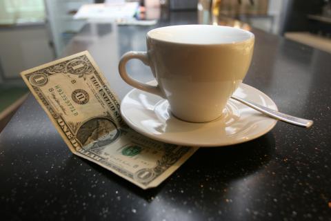Чаевые необходимо давать правильно: обзор по странам