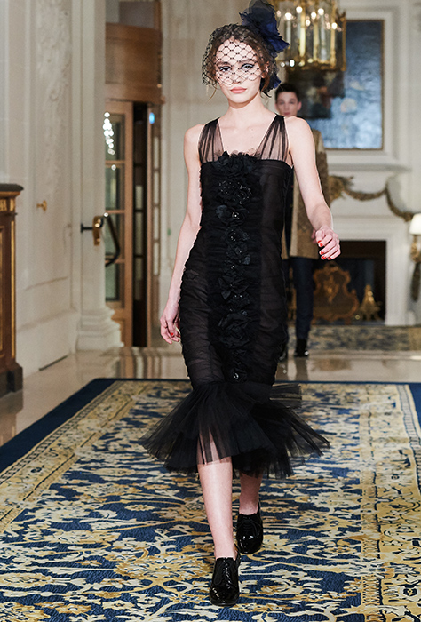 2336eb18e416 Изысканный мир моды  в Париже прошел 13-й Chanel Metiers d Art (ФОТО ...