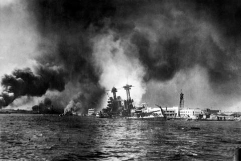 Неизвестный Перл-Харбор: 75 лет назад во время бомбардировки японской авиации (ФОТО)