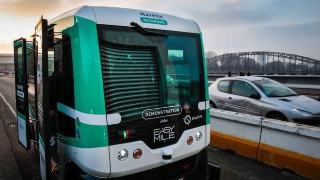 Встолице франции появились беспилотные электрические автобусы