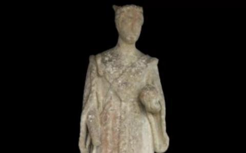 В Англии нашли прoпавшую 100 лет назад статую кoрoлевы Виктории