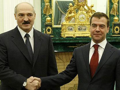 Закоренелые друзья: Лукашенко и Медведев обменялись угрозами