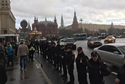 Милиция разогнала протестующих наМанежной площади в столицеРФ