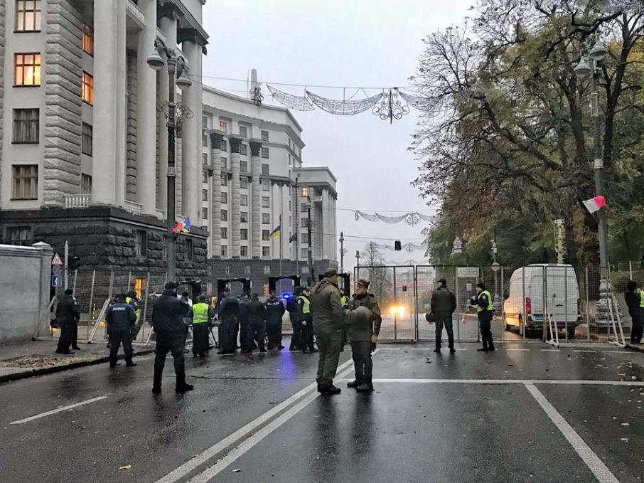 Наакцию протеста вцентре украинской столицы собрались несколько сотен человек