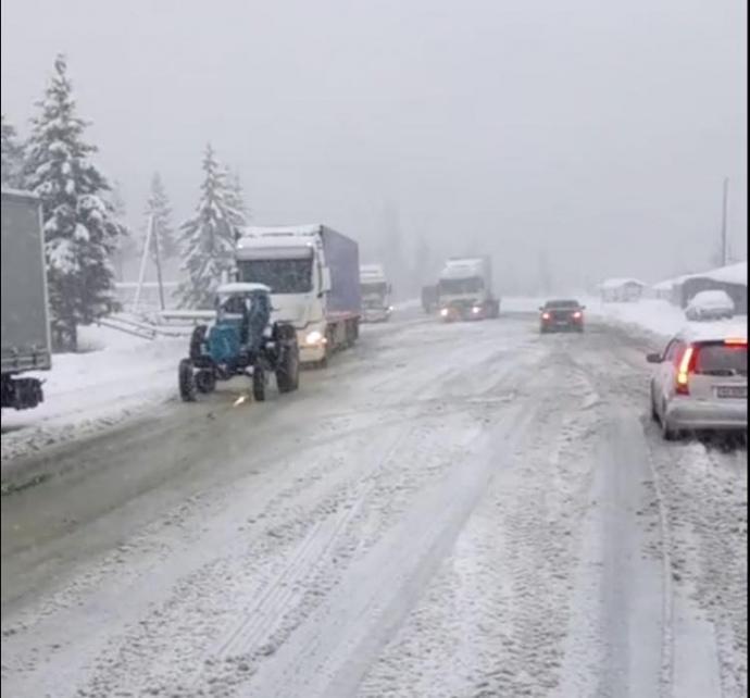 НаЗакарпатье из-за непогоды приостановили движение грузовиков натрассе Киев-Чоп