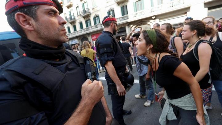 Испанский суд потребовал задержать 2-х каталонских чиновников
