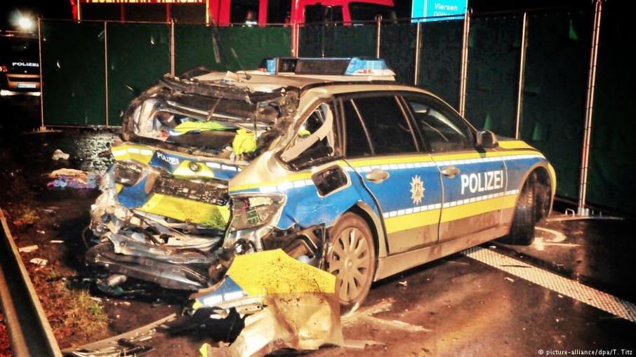 В Германии пьяный украинец протаранил патрульное авто погиб полицейский