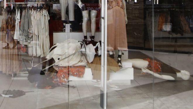 В Южной Африке разъяренная толпа громила магазины H&M