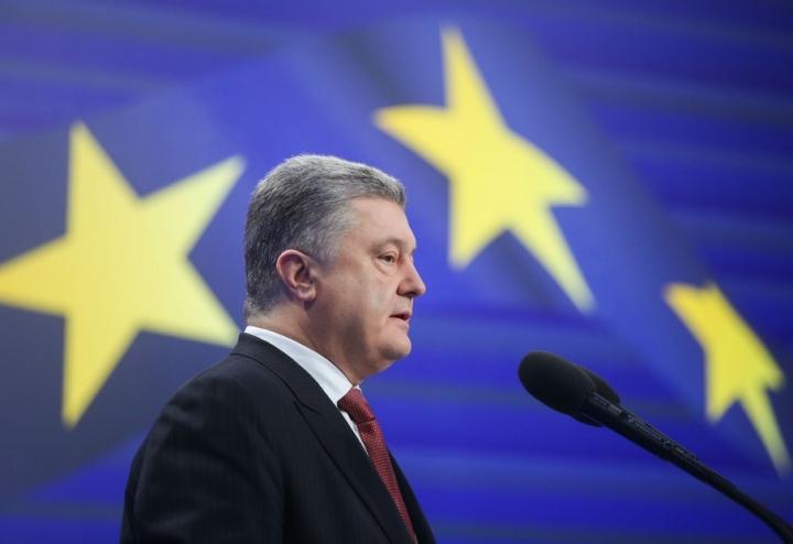 Порошенко заявил, что пока непринял решение обучастии впрезидентских выборах