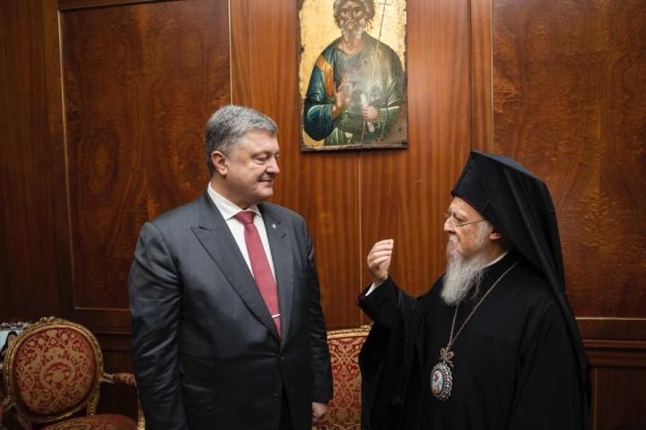Порошенко объявил, что украинцам небудут воспрещать посещать храмы УПЦМП