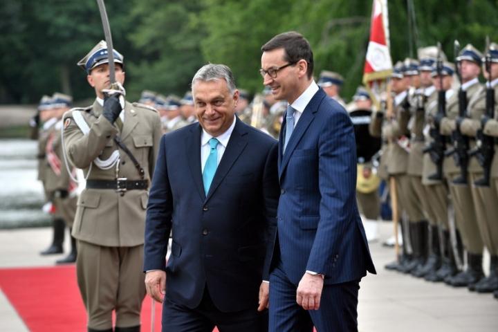 Премьер  Венгрии: Только венгры могут решать вопрос беженцев натерритории страны