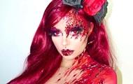 Окровавленная и обнаженная: Деми Роуз показала образ на Хэллоуин