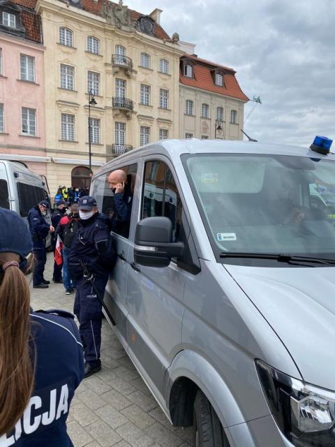 В Варшаве люди устроили протест: полиция применила силу и слезоточивый газ – фото, видео
