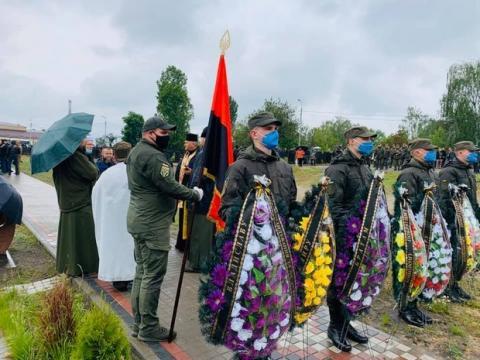 Убитых в Житомирской области ветеранов АТО похоронили в Киеве: фото, видео