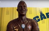 В Португалии появилась шоколадная статуя Роналду