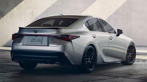 Новый Lexus IS дебютировал официально