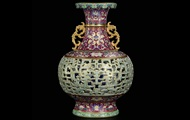 Женщина неожиданно продала старую вазу за $9 млн