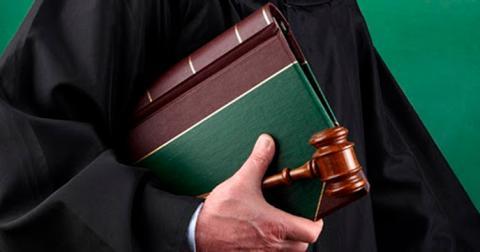 ВС позволил ПФУ сэкономить на иждивении судей в отставке