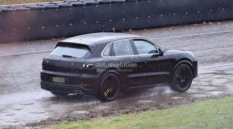 Новый Porsche Cayenne 2022 впервые засняли на дорогах