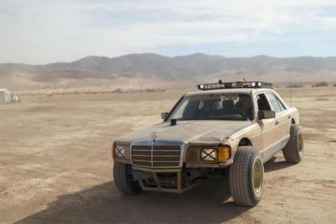 Битый Mercedes S-Class превратили во внедорожник за $800 (видео)