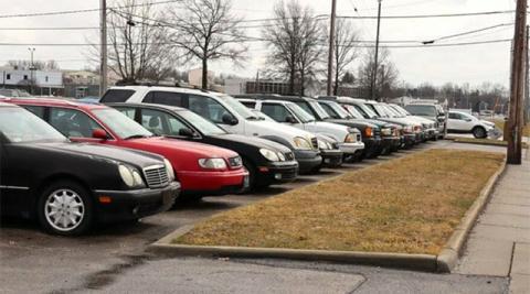 Обнаружен заброшенный автосалон с десятками авто