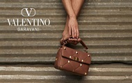 Реклама сумки Valentino вызвала скандал