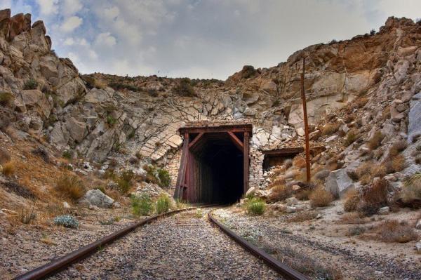 Невозможное возможно. Как выглядит самая опасная железная дорога (ФОТО)