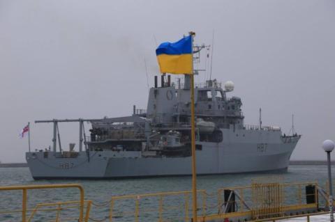 В Босфор вошел британский корабль-разведчик